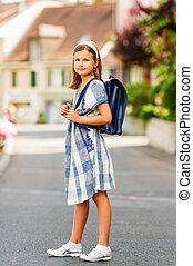 carino, poco, 9, vecchio anno, ragazza, camminare, indietro scuola