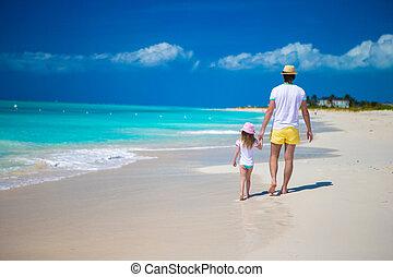 carino, poco, suo, figlia, padre, indietro, felice, spiaggia, vista