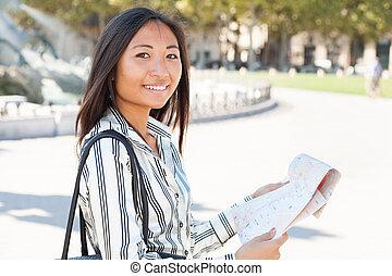 carino, turista, lettura, città, giro, mappa, asiatico
