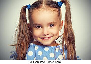 carita feliz, divertido, niño, niña, en, azul