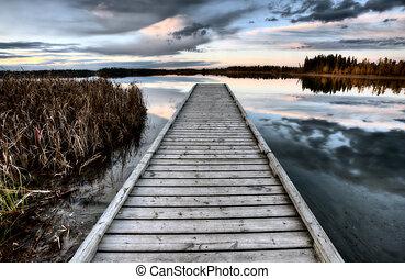 carmesí, alberta canadá, lago
