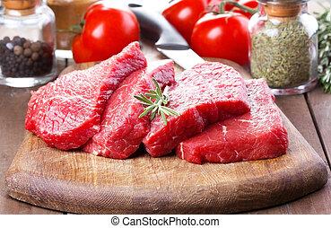 carne cruda, con, rosmarino