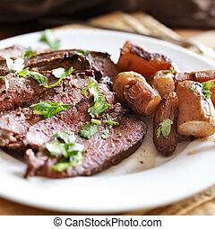 carne de vaca, fingerling, francés, londres, ase papas, asar