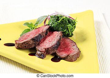 carne de vaca, hojas, espinaca, asado