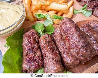 carne, rumano, fríe, tradicional, delicioso, mici, rollos, mostaza