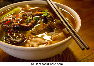 carne, sopa noodle