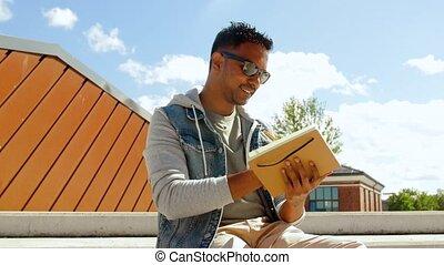 carnet croquis, indien, sommet, toit, cahier, ou, homme