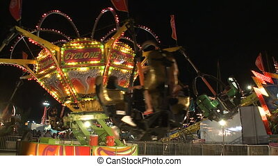 Spinning carnival thrill ride