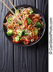 carote, fritto, piastra., soba, verticale, cima, funghi, closeup, peperoni, broccolo, tagliatelle, vista