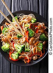 carote, primo piano, food:, piastra., soba, verticale, cima, funghi, giapponese, peperoni, broccolo, tagliatelle, vista