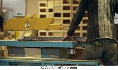 carpenter circular saw work video