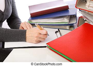 carpetas, mujer, viejo, -, aislado, mano, pluma, documentos, pila