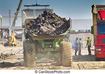 carregado, caminhão basculante, em, local construção