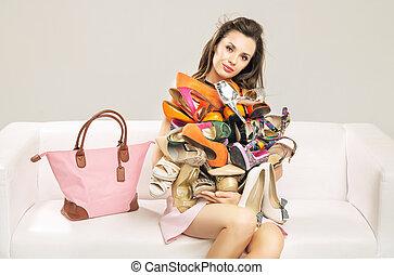 carregar, mulher, sapatos, montão, atraente