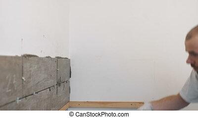 carreleur, amélioration, ouvrier, céramique, -, truelle, mur, construction, mortier, carreau, maison, carrelage, rénovation, adhésif
