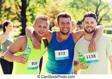 carreras, agua, insignia, números, amigos, feliz