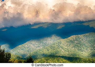 carretera ajardinada de cumbre azul, escénico, montañas, dominar, verano, paisaje