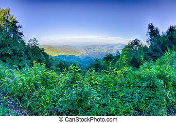 carretera ajardinada de cumbre azul, parque nacional, ocaso, escénico, montañas, verano