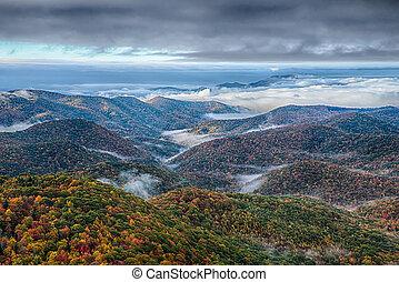 carretera ajardinada de cumbre azul, parque nacional, salida del sol, escénico, montañas, paisaje de otoño