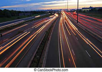 carretera, por la noche