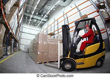 carretilla elevadora, cargador, trabajando, en, warehous