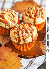 Carrot cupcakes with caramel cream cheese topping - Carrot...