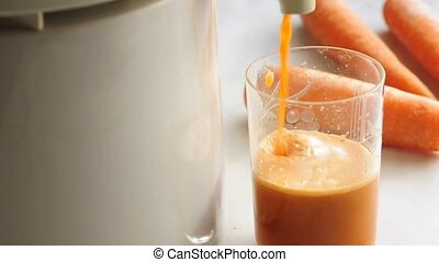 carrot juice with electric squezzer