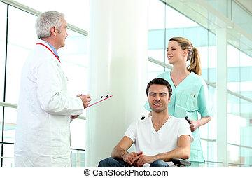 carrozzella, invalido, persona, membri, personale ospedale