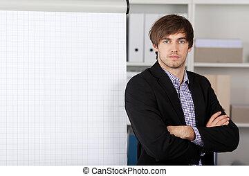 carta aleta, braços cruzados, frente, homem negócios