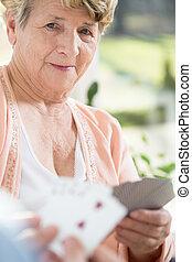 cartes, femme, vieux, jouer
