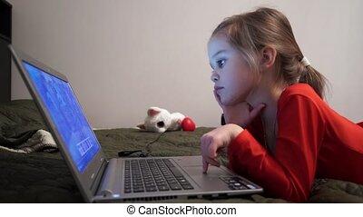 cartoons., mały, dziewczyna nocy, oglądając