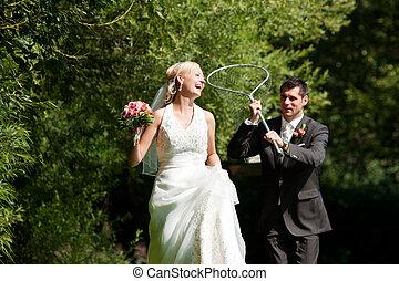 casório, -, noivo, pegando, seu, noiva, com, rede mergulho