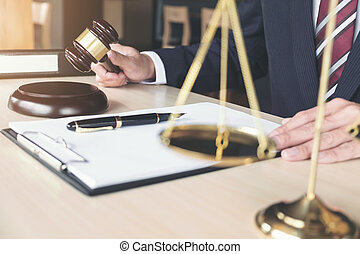 cas, concept, fonctionnement, balances, justice, justice, bureau, mâle, note, rapport, papier, avocat, marteau, table, droit & loi, bois