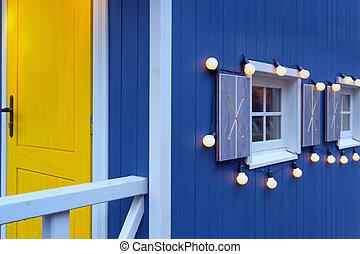 casa azul, com, um, porta amarela