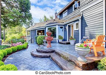 casa azul, entrada, com, chafariz, e, agradável, patio.