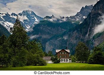 casa, cerca de, un, escarpado, montaña rocosa, en, suiza