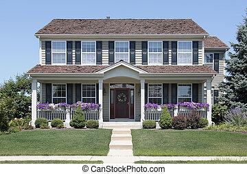 casa, con, blu, otturatori, e, portico anteriore