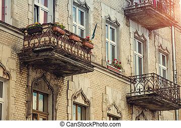 casa, con, fiori, su, il, balconi