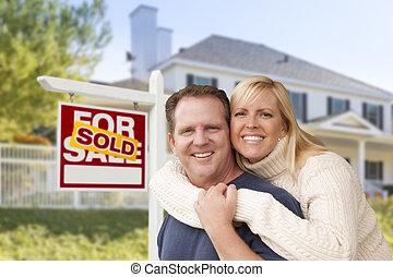 casa, coppia, segno, fronte, nuovo, venduto
