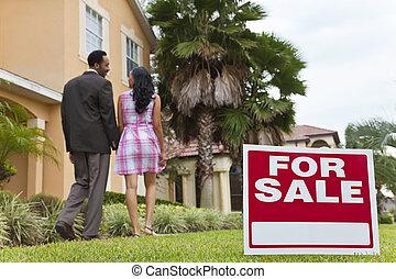 casa, coppia, segno vendita, accanto, americano, africano