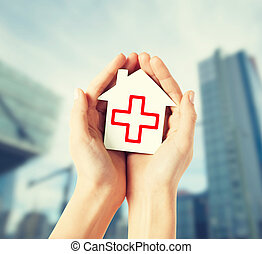 casa, cruz, papel, manos de valor en cartera, rojo