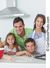 casa de familia, hornada, juntos, en la cocina