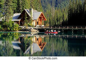 casa de madera, en, lago esmeralda, yoho parque nacional, canadá