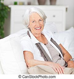 casa, donna senior, amichevole, rilassante