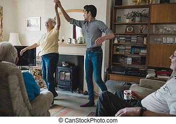 casa, donna senior, nipote, ballo