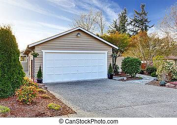 casa, exterior., vista, de, garaje, y, entrada de coches