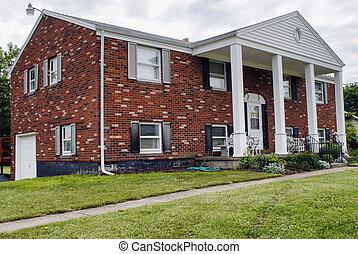 Residenziale americano ranch casa vicinato foto for Casa in stile ranch rialzato