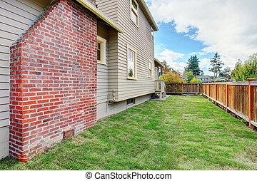casa, mattone, recintato, camino, cortile posteriore