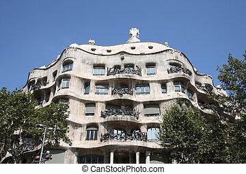 Casa Mila - Beautiful modernisme architecture by Antoni...