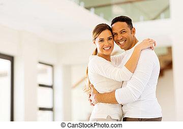 casa, pareja, nuevo, abrazar, su